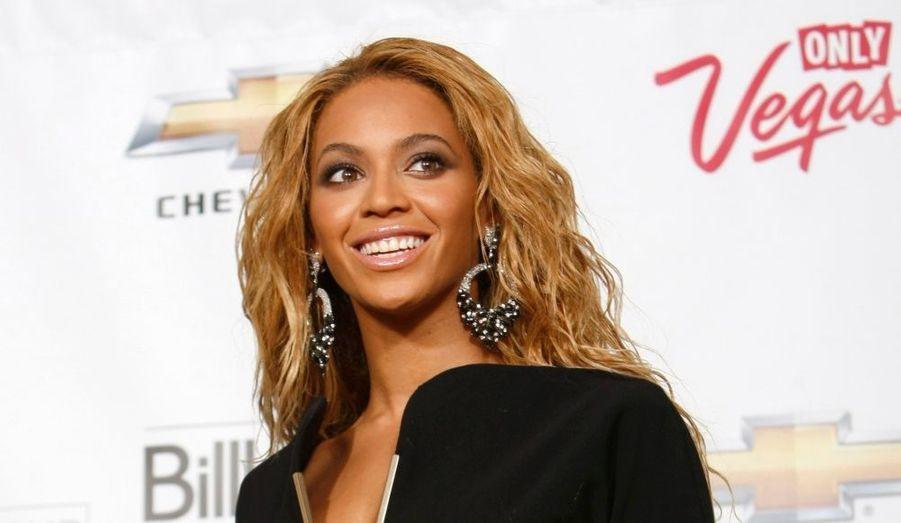 Depuis deux décennies, la cérémonie des Billboard Music Awards récompense les artistes les plus populaires aux Etats-Unis, sacrés des charts américains. L'édition 2011 s'est déroulée à Las Vegas, sur la scène du MGM Grand Garden Arena. Le chanteur Justin Bieber a reçu trois prix (Artiste digital, Favori des fans, et Meilleur nouvel artiste de l'année), comme son aîné Eminem (Meilleur artiste, Meilleur artiste rap et Meilleur artiste de l'année). La grande gagnante n'est autre que Beyoncé, qui a remporté le prestigieux prix du Millénaire. Stevie Wonder, Lady Gaga, ou encore Barbra Streisand ont rendu hommage à la carrière de la chanteuse r'n'b. En 2009, Beyoncé avait été récompensée du trophée Artiste de l'année lors de cette même cérémonie.