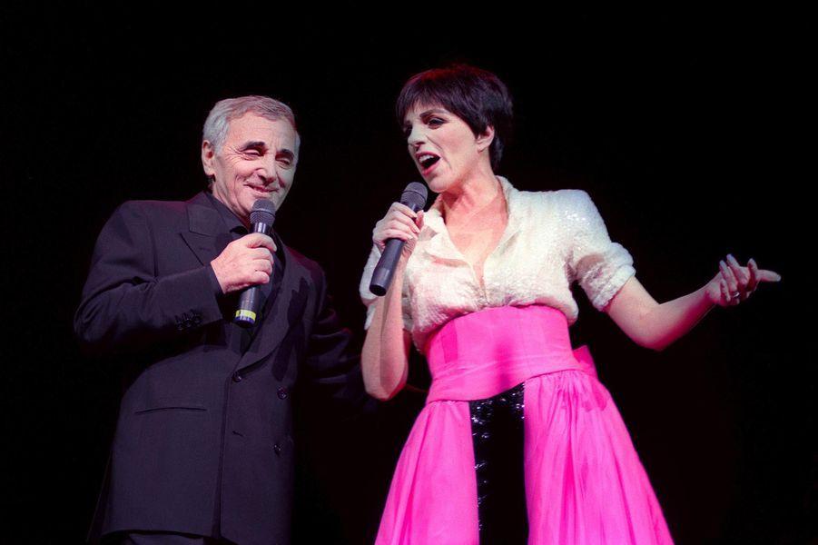 Charles Aznavour et Liza Minelli sur scène, en novembre 1991.