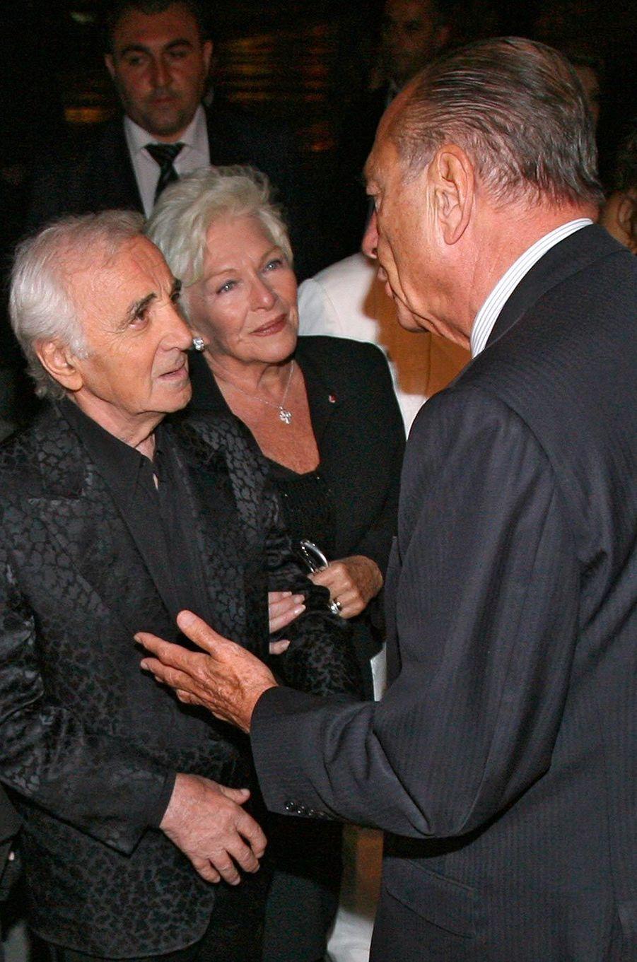 Charles Aznavour et Line Renaud face à Jacques Chirac, en septembre 2006.