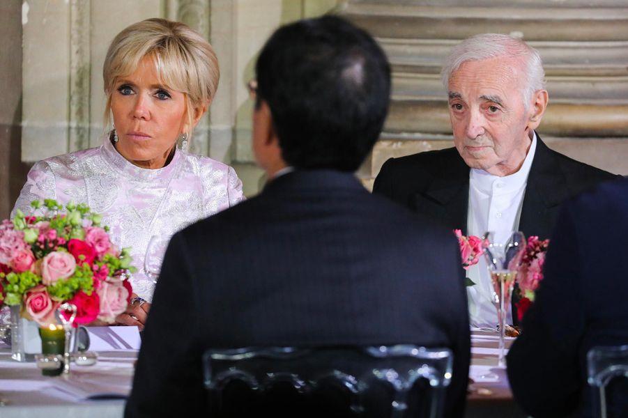 Brigitte Macron et Charles Aznavour au Château de Versailles, en septembre 2018.