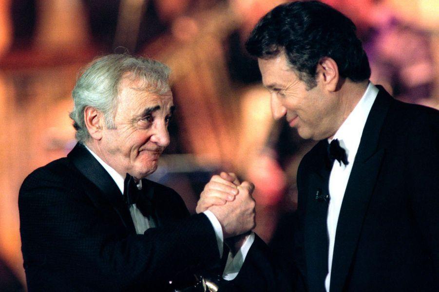 Charles Aznavour et Michel Drucker, en février 1997.