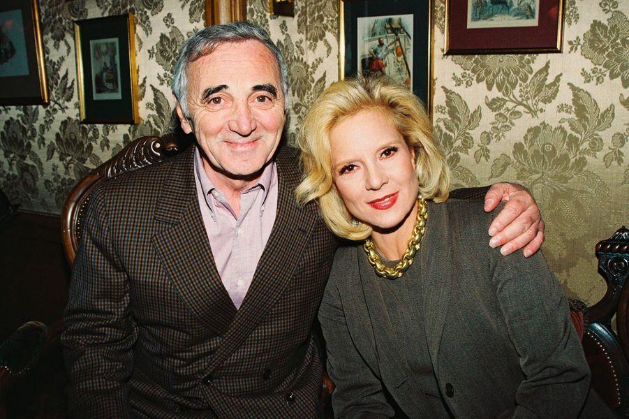 Charles Aznavour et Sylvie Vartan, en 1995.