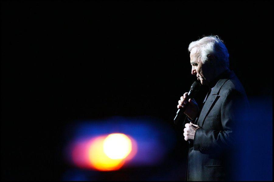 Charles Aznavour au Palais des Congrès, en novembre 2007.
