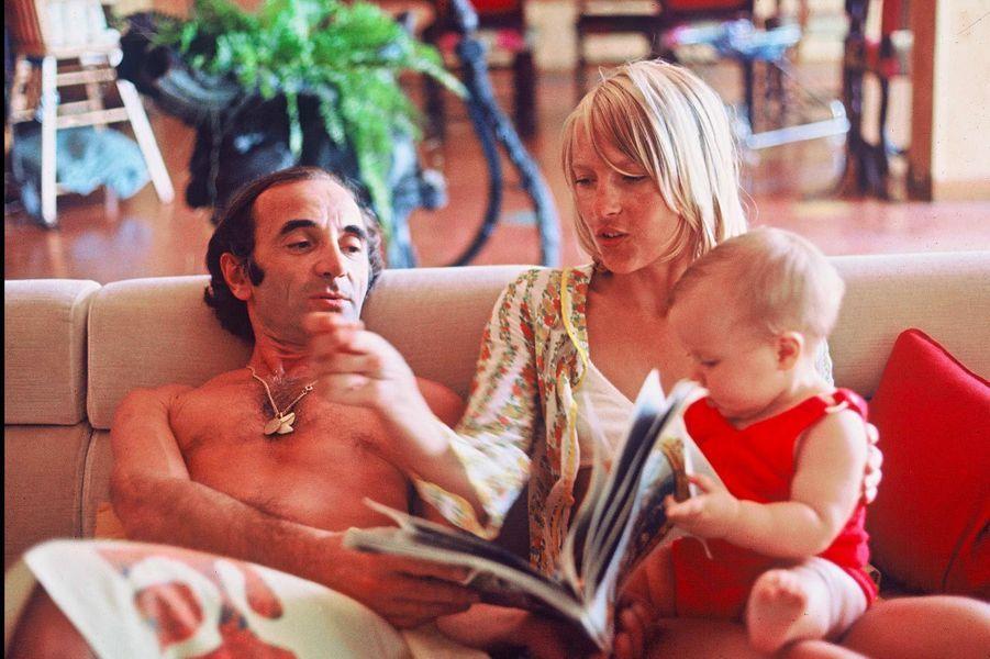 Charles Aznavour avec Ulla et leur fils Misha, en 1970.