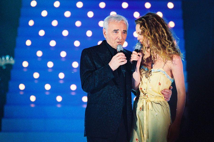 Charles Aznavour et Vanessa Paradis, en 2001.