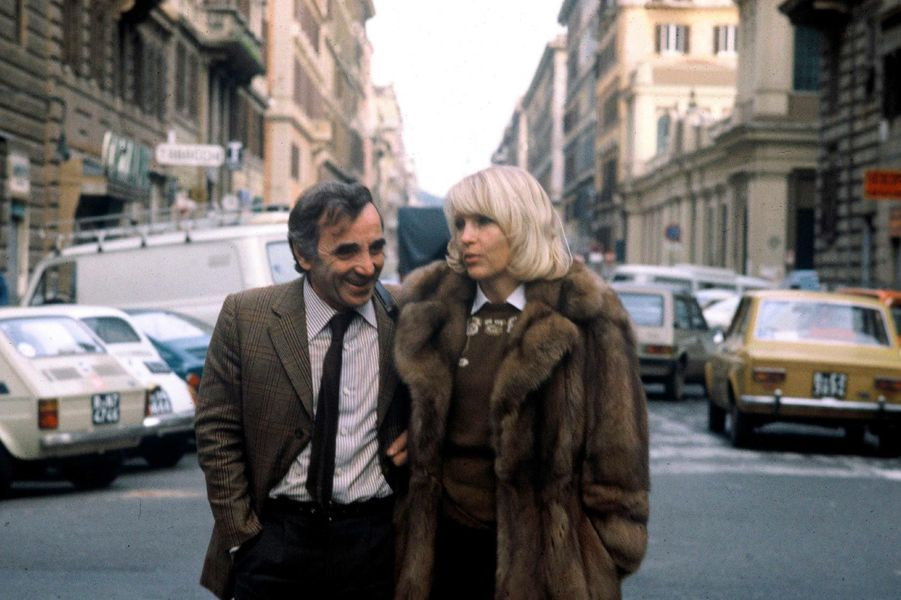 Charles Aznavour et son épouse Ulla Thorsell à New York, en 1980.