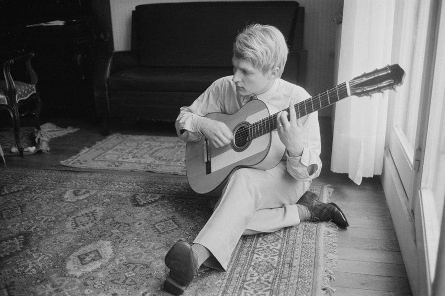 Christophe chez lui en novembre 1963, avant le succès d'«Aline».