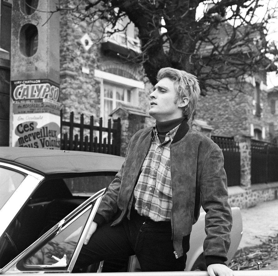 Christophe et sa Ford Mustang en 1966, après le succès d'«Aline».