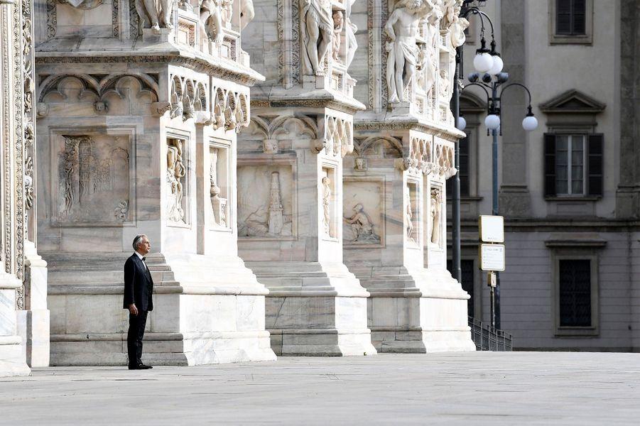 Andrea Bocelli a chanté dimanche soir à Milan.