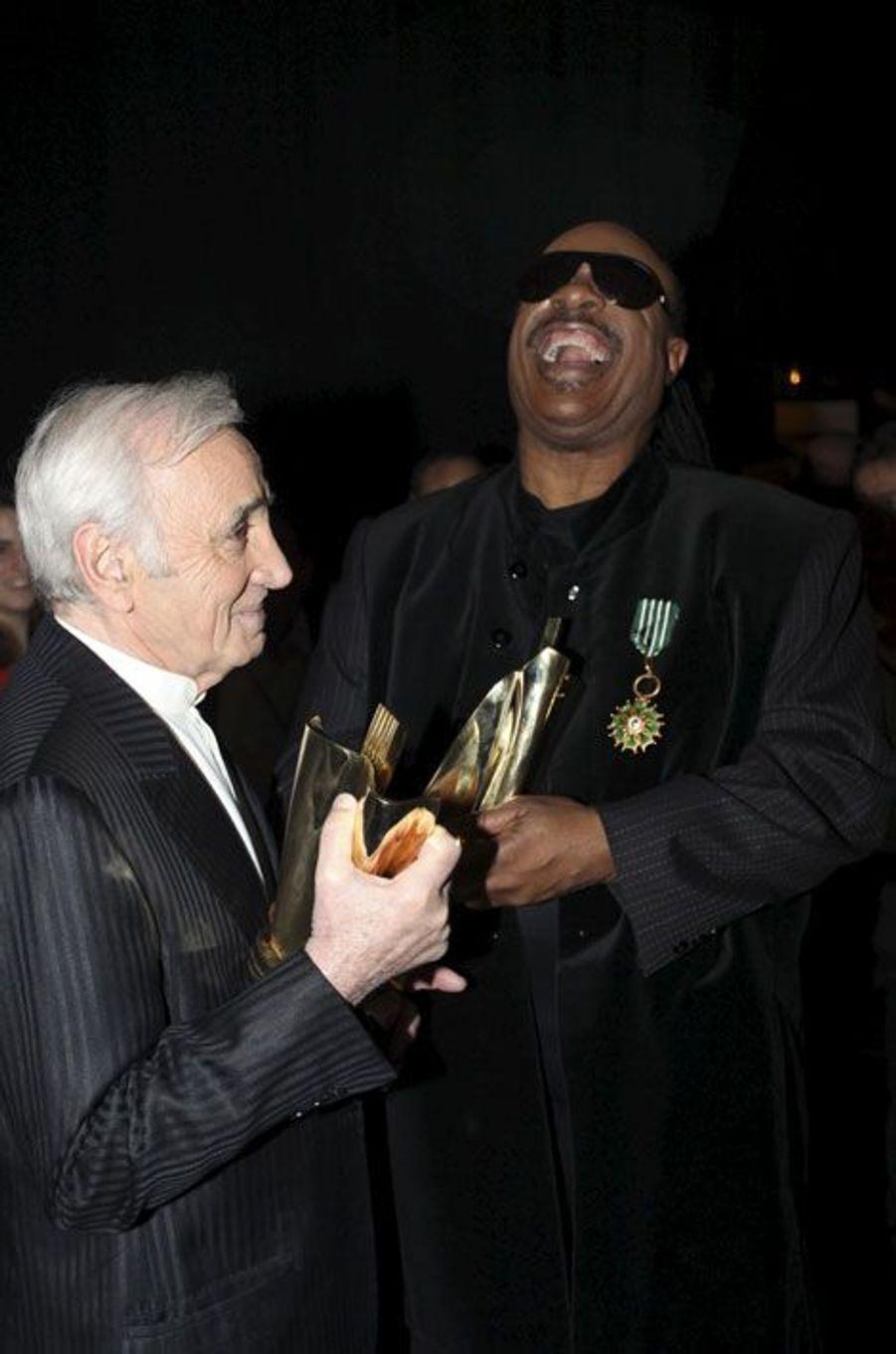 Charles Aznavour avec Stevie Wonder