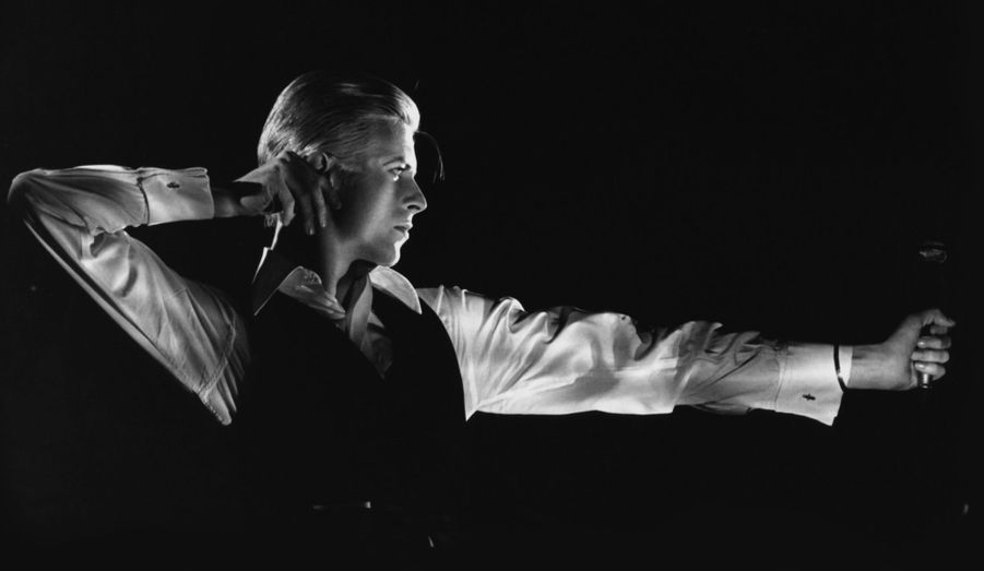 Bowie Ziggy, Bowie Aladdin, Bowie Heroes... l'exceptionnelle rétrospective consacrée à David Bowie au Victoria & Albert Museum ouvre les porte de l'univers d'un artiste de génie aux milles facettes. Paris Match vous en offre quelques-unes... Ici : The Archer pour la tournée de Station to Station en 1976.