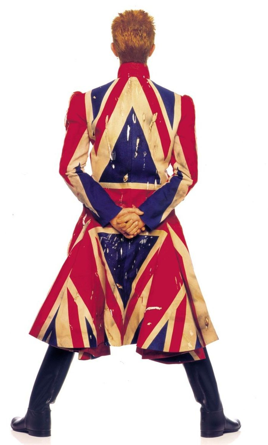"La photographie originale de la couverture de l'album Earthling, en 1997. Le manteau ""Union Jack"" a été dessiné par Alexander McQueen, en collaboration avec David Bowie."