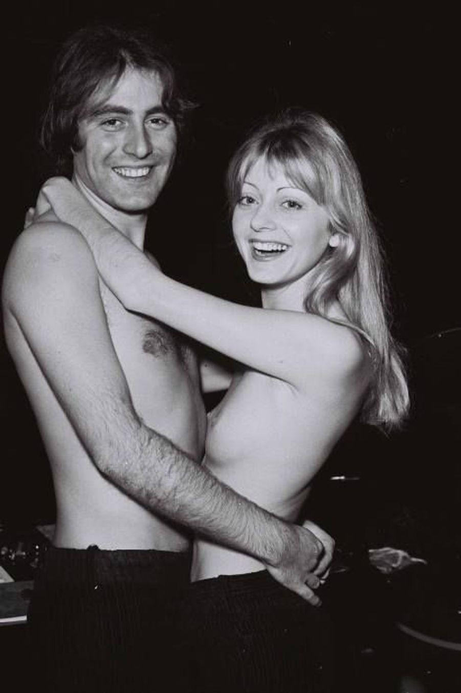 Avec sa première épouse Chanta Simon
