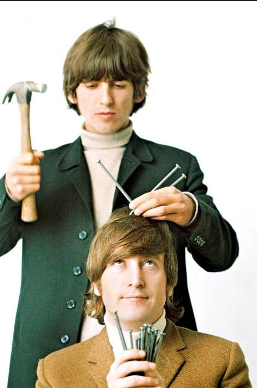 George Harrison et John Lennon en 1965