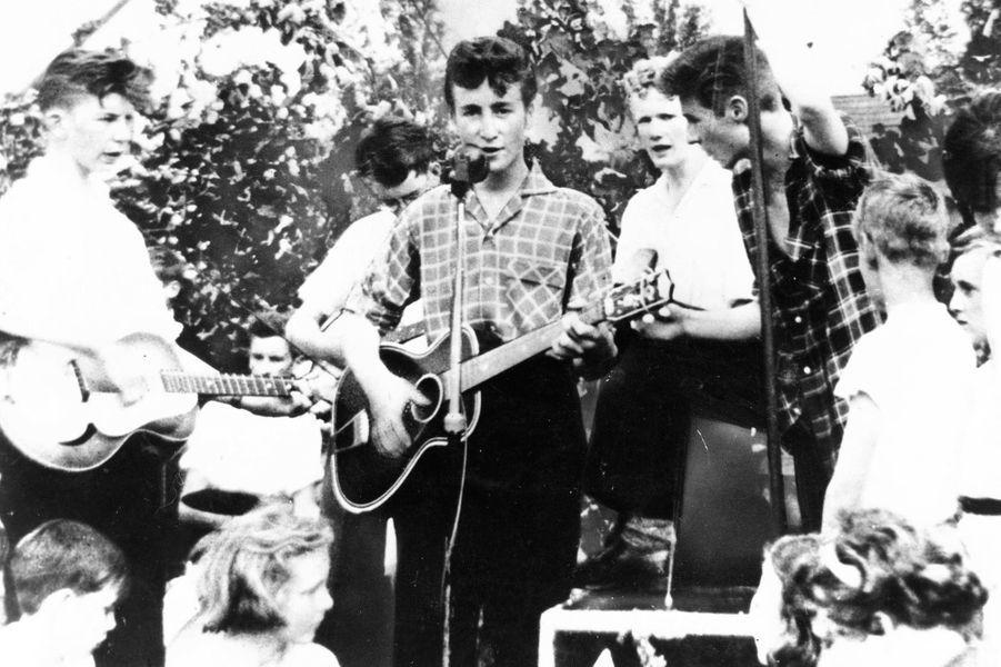 John Lennon avant les Beatles, photo prise en 1955