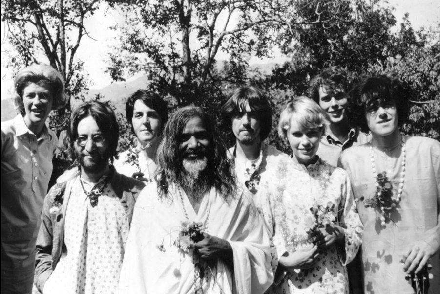 John Lennon (deuxième en partant de la gauche) en 1965