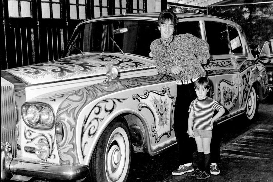 John Lennon et Julian en 1969