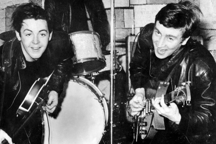 Paul McCartney et John Lennon en 1960