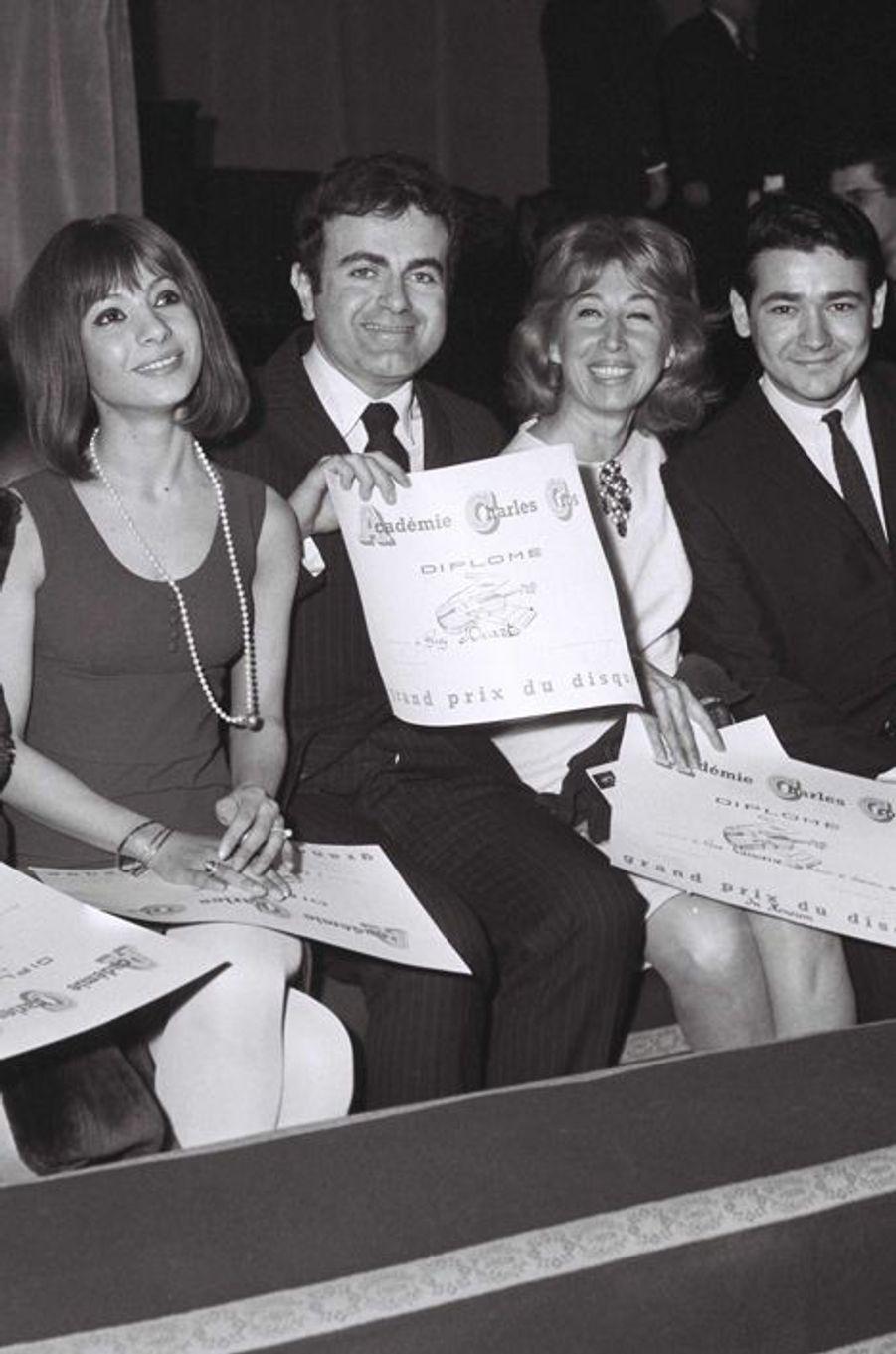 Guy Béart parmi les lauréats du Grand prix du disque en 1966