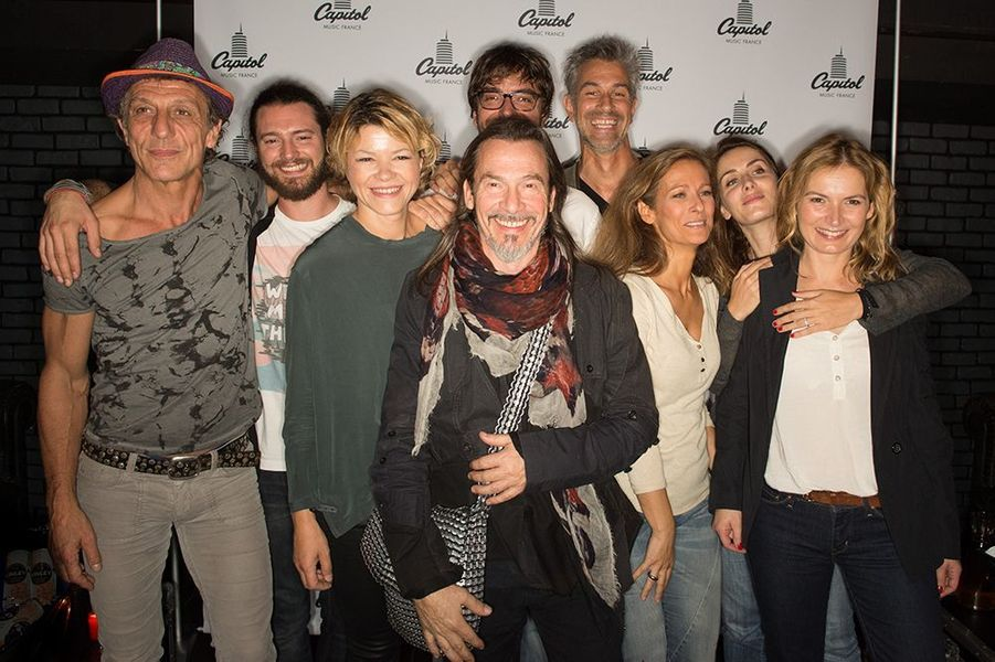 Florent Pagny entouré de son groupe de musiciens au Titty Twister de Paris le 1er octobre 2014