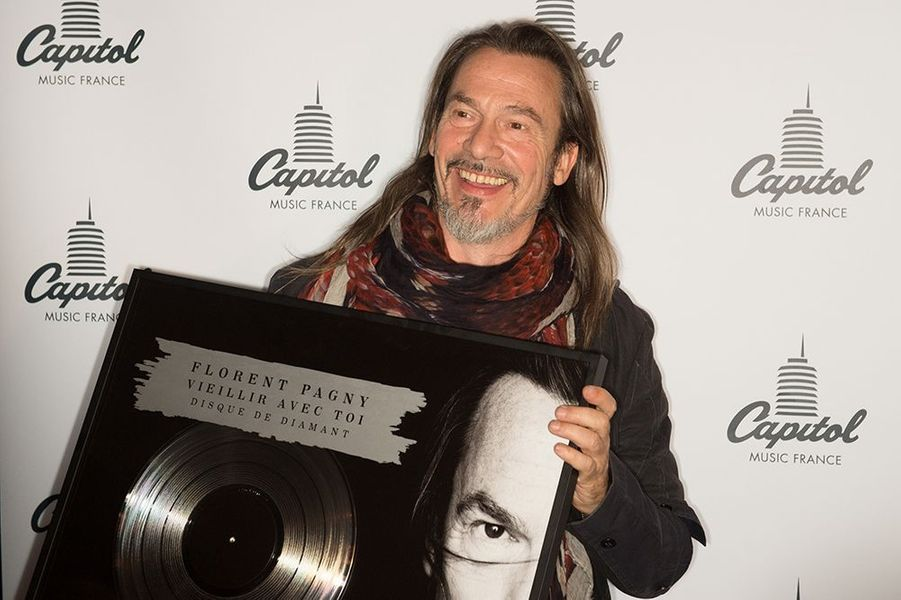 Florent Pagny reçoit son disque de diamant au Titty Twister de Paris le 1er octobre 2014