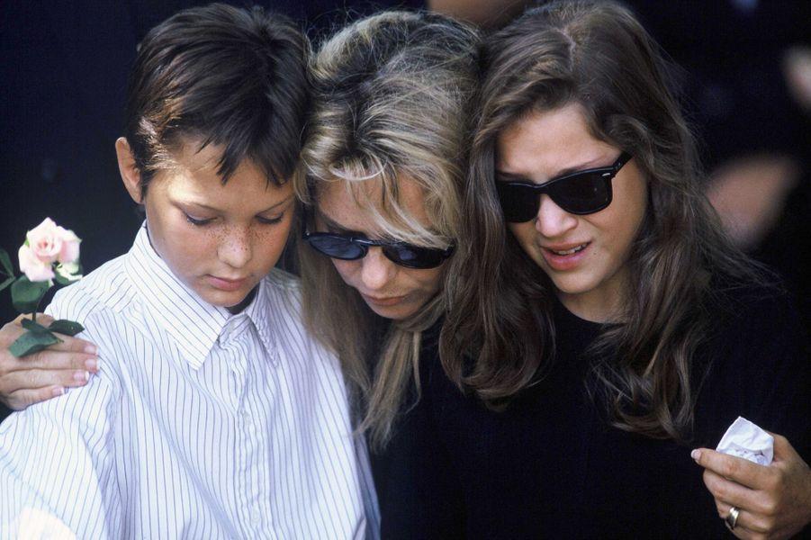 Obsèques de Michel Berger en août 1992. La douleur de son épouse France Gall et ses enfantsRaphaël et Pauline.
