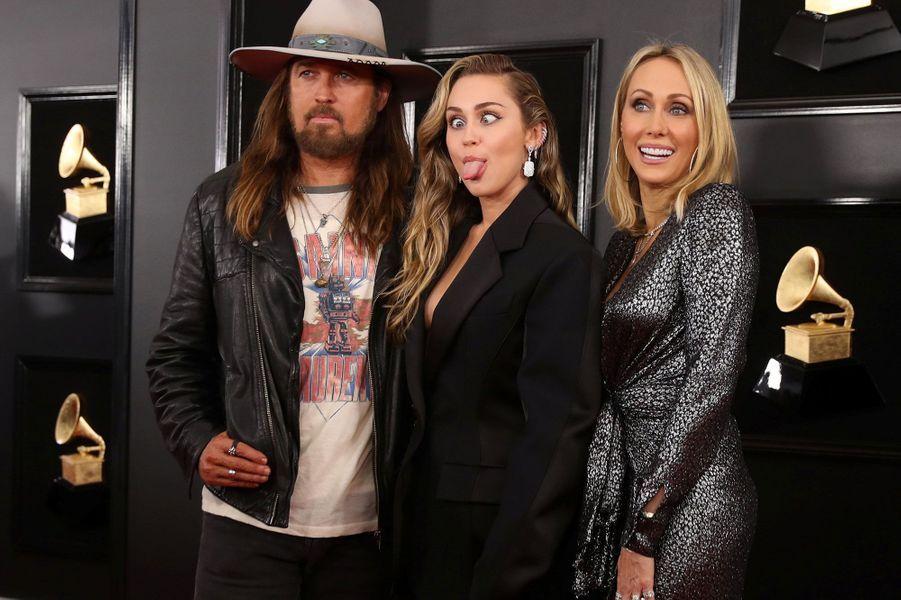 Miley Cyrus entourée de ses parents,Billy Ray et Tish Cyrus