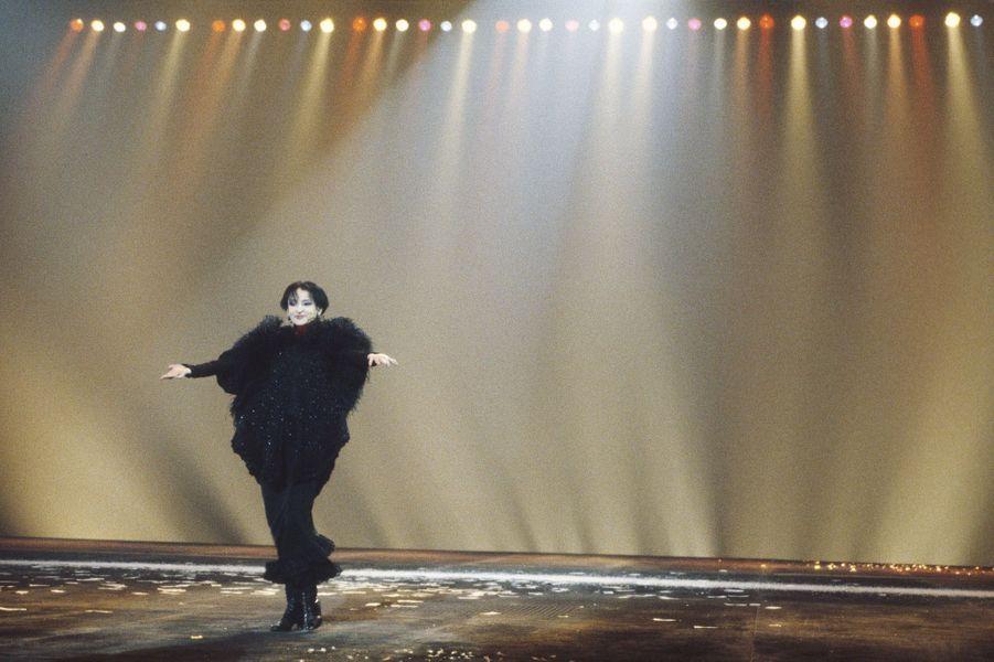 Sur la scène du Zénith à Paris, en 1986.