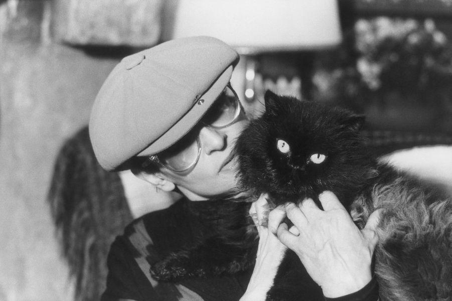 Barbara chez elle à Précy-sur-Marne en 1981.