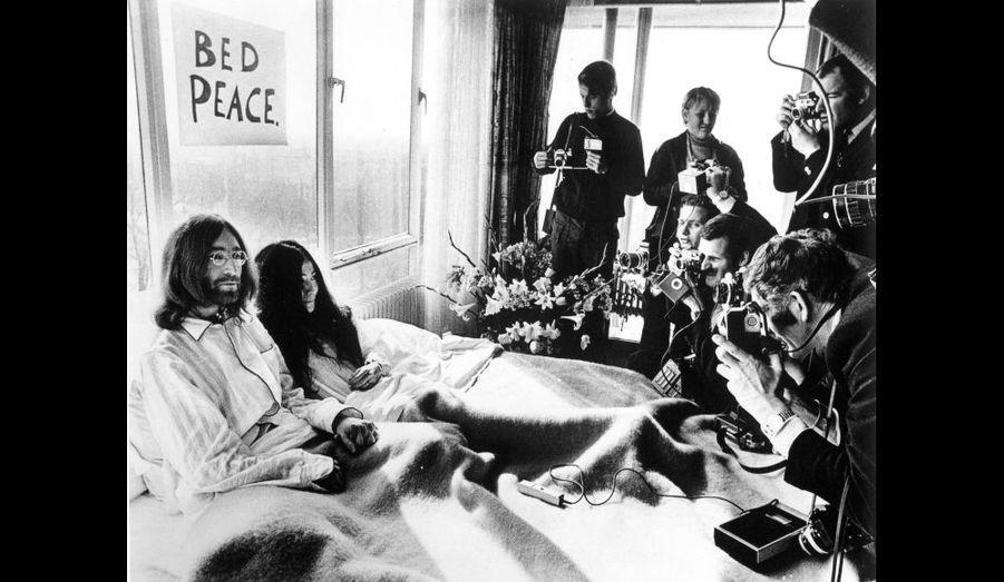 """Toujours épaulé par Yoko, John Lennon sort en solo """"John Lennon/Plastic Ono Band"""" (1970), """"Imagine"""" (1971), """"Some Time In New York City"""" (1972)."""