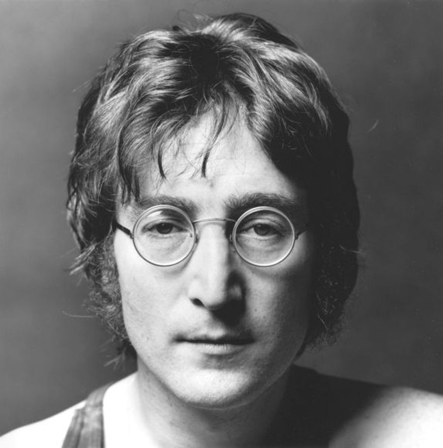 """Trois semaines avant sa mort, John Lennon avait publié son dernier album avec Yoko Ono, """"Double Fantasy"""". Mort à 40 ans, John Lennon est devenu une légende et un des personnages emblématiques du XXe siècle."""