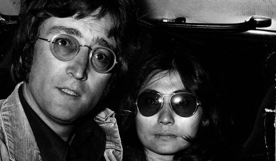 En 1975, John retrouve donc Yoko. Il s'adonne au dessin, à la peinture. Il continue toutefois d'enregistrer des morceaux. Le couple aura un enfant, Sean, en juillet 1975.