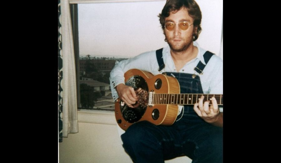 """De l'été 1973, au début de l'année 1975, John et Yoko se séparent. Une période que le chanteur évoquera comme un """"week-end perdu"""". Pendant cette période, il publie trois albums en solo """"Mind Games"""" (1973), """"Walls And Bridges"""" (1974) et """"Rock'n'roll"""" (1975)."""
