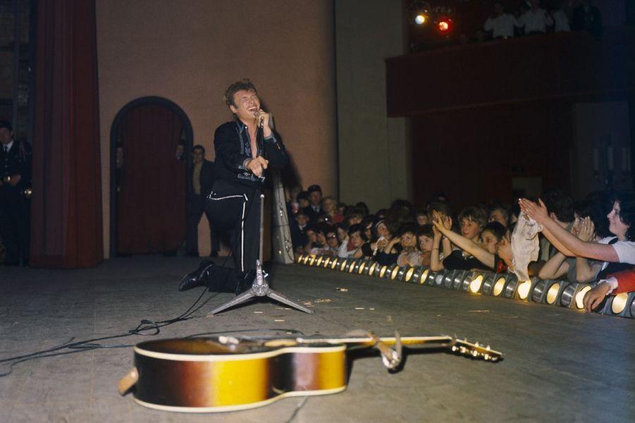 Johnny et ses premiers concerts, 1963