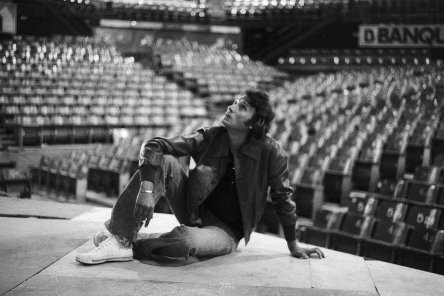 Johnny Hallyday prépare son concert au Palais des Sports de Paris, octobre 1976
