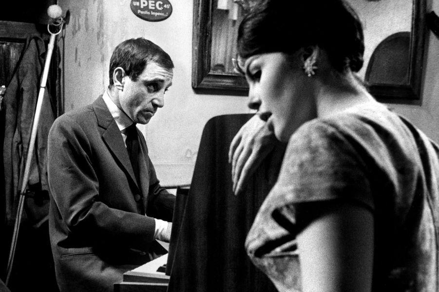 """Dans le film de François Truffaut, """"Tirez sur le pianiste"""", avec Michèle Mercier, en 1960."""