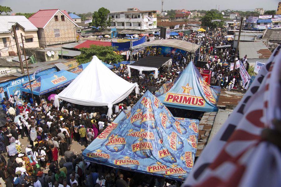 La dépouille de Papa Wemba a été conduite en début d'après-midi au village Molokai, le fief musical de la star
