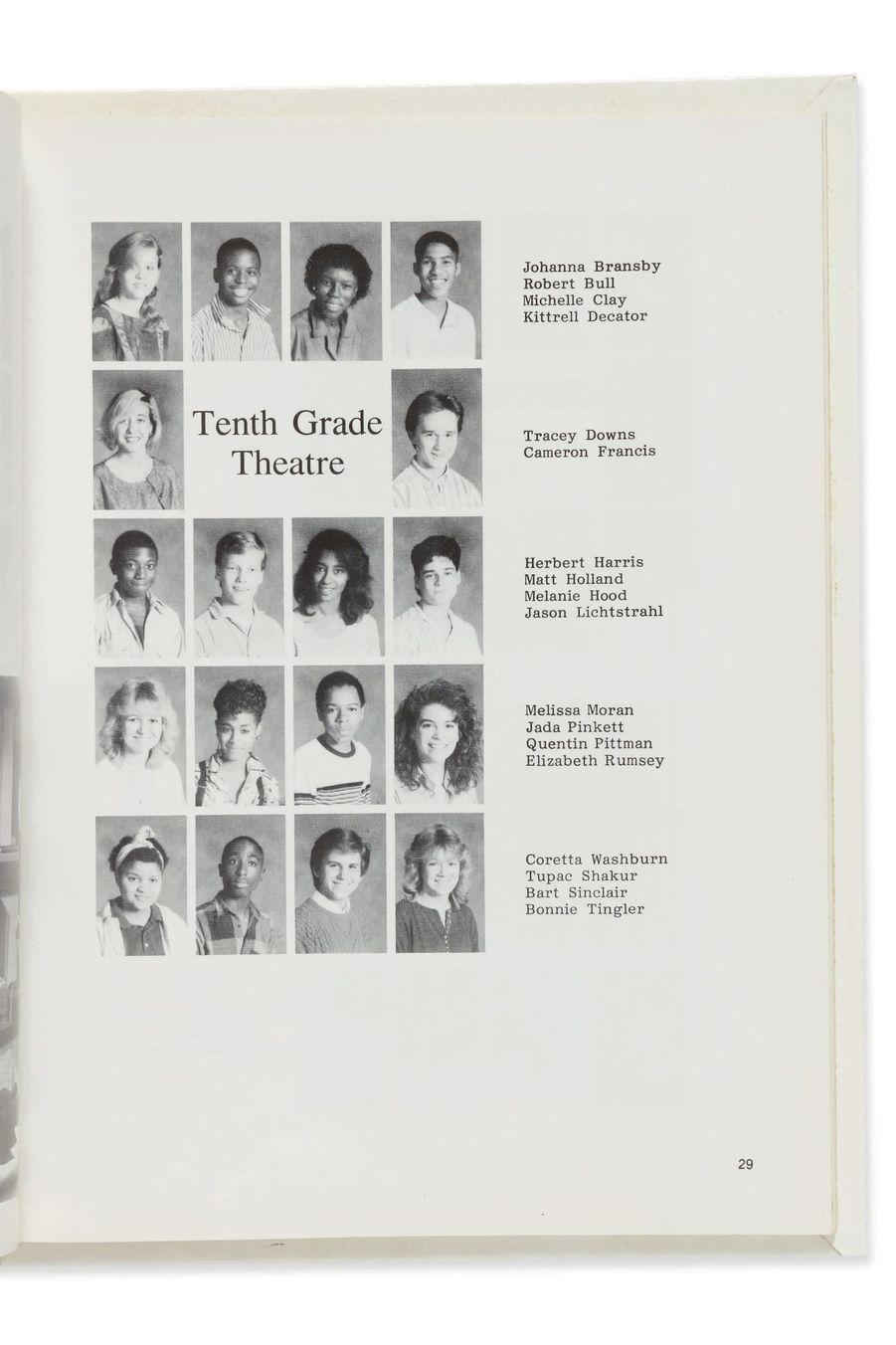 L'album de promo de Tupac, encore adolescent. Sa photo est la deuxième de la dernière ligne.