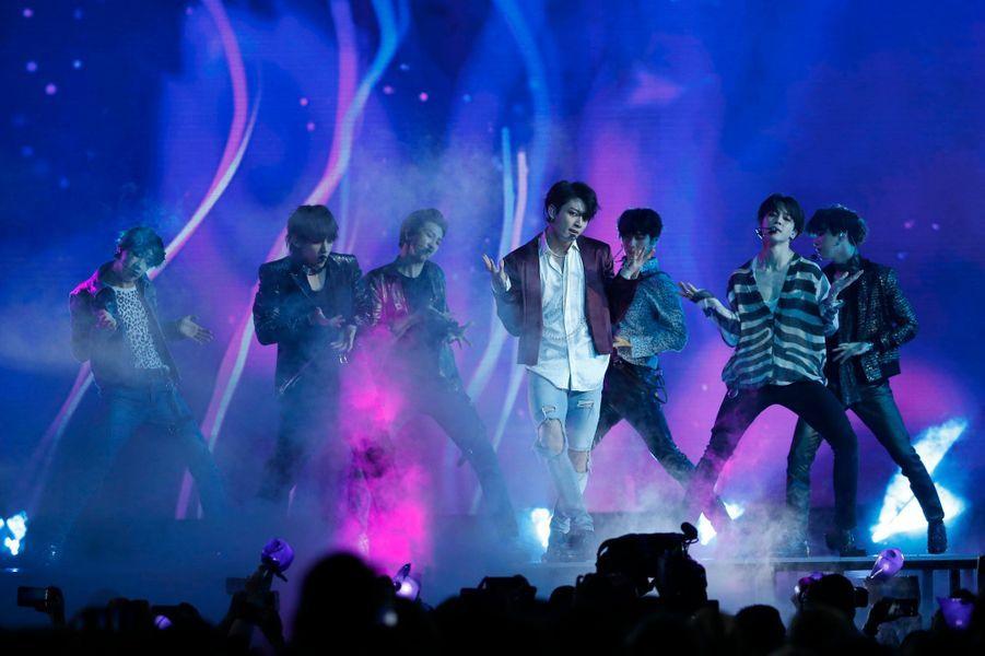 Sept garçons sud-coréens dans le vent à Paris pour un concert exceptionnel. Phénomène de la K-Pop, le groupe BTS se produira à Bercy ce vendredi. Photo prise lors de la cérémonie desBillboard Music Awards le 20 mai dernier.