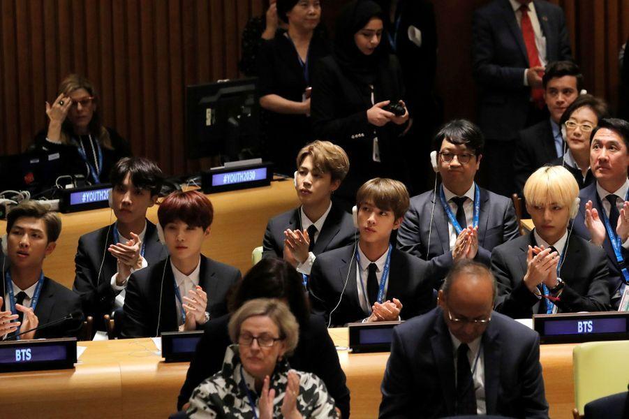 Sept garçons sud-coréens dans le vent à Paris pour un concert exceptionnel. Phénomène de la K-Pop, le groupe BTS se produira à Bercy ce vendredi. Ici au siège des Nations unies le 24 septembre dernier.