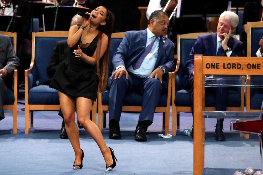 """Le monde de la musique rend un dernier hommage à Aretha Franklin, ce vendredi à Détroit.La """"Reine de la Soul"""" est morte à 76 ans le 16 août, des suites d'un cancer du pancréas. Ariana Grande a chanté."""