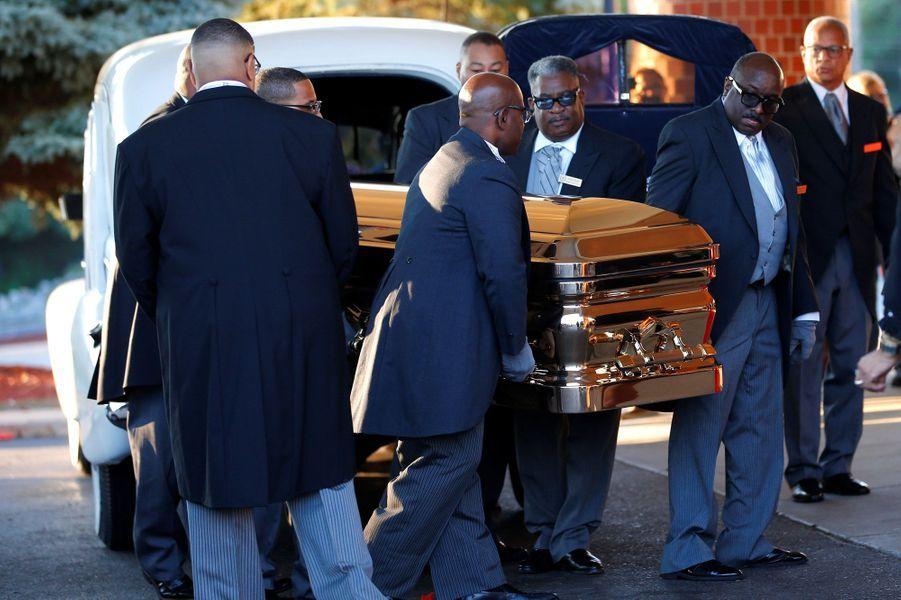 """Le monde de la musique rend un dernier hommage à Aretha Franklin, ce vendredi à Détroit.La """"Reine de la Soul"""" est morte à 76 ans le 16 août, des suites d'un cancer du pancréas."""