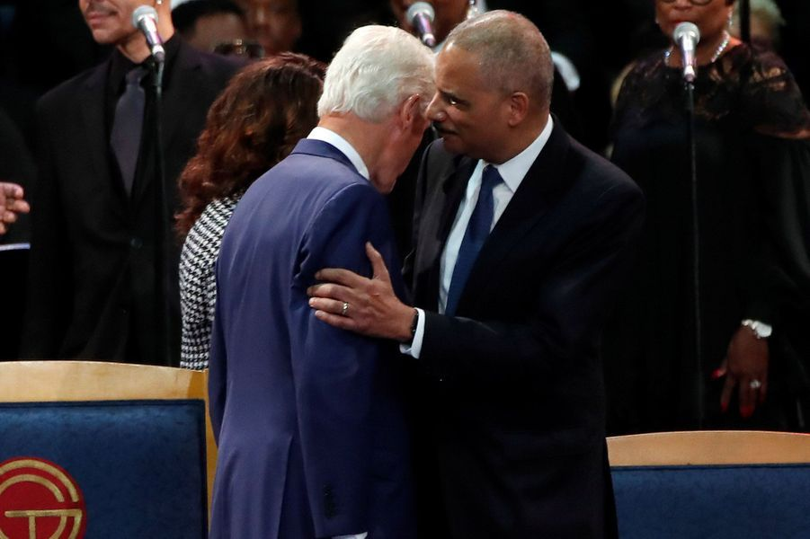 """Le monde de la musique rend un dernier hommage à Aretha Franklin, ce vendredi à Détroit.La """"Reine de la Soul"""" est morte à 76 ans le 16 août, des suites d'un cancer du pancréas. L'ancien président Bill Clinton était présent."""