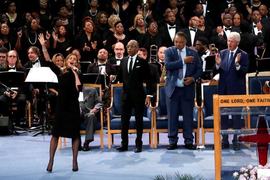 """Le monde de la musique rend un dernier hommage à Aretha Franklin, ce vendredi à Détroit.La """"Reine de la Soul"""" est morte à 76 ans le 16 août, des suites d'un cancer du pancréas. La chanteuse Faith Hill a notamment chanté."""