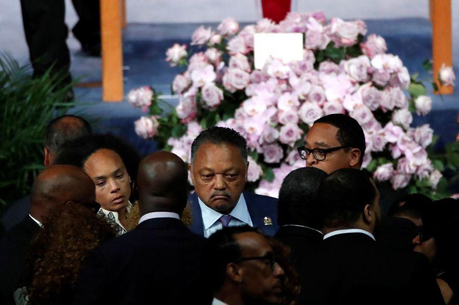 """Le monde de la musique rend un dernier hommage à Aretha Franklin, ce vendredi à Détroit.La """"Reine de la Soul"""" est morte à 76 ans le 16 août, des suites d'un cancer du pancréas. Jesse Jackson était présent."""