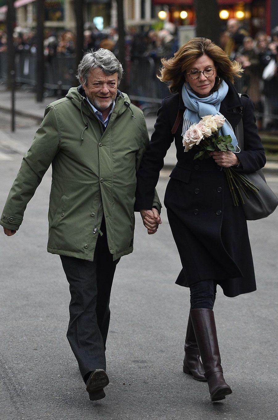 Jean-Louis Borloo et Béatrice Schönberg arrivant aux obsèques de France Gall à Paris, le 12 janvier 2018.