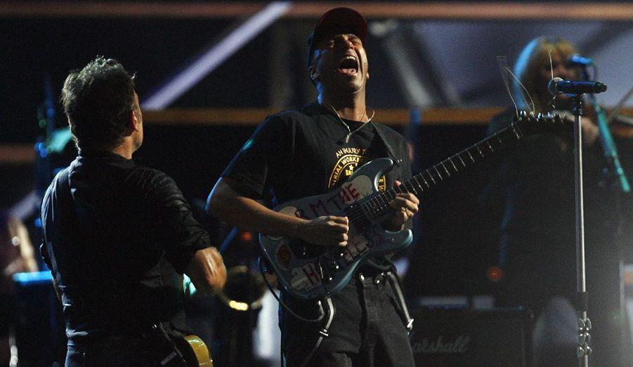 Tom Morello, l'ancien guitariste des Rage Against the Machine avec Bruce Springsteen.