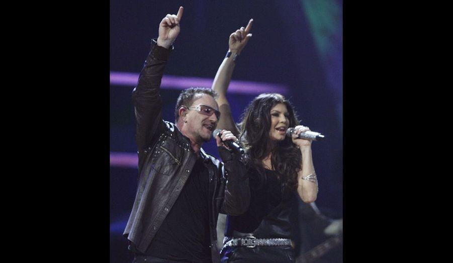 Le leader de U2 est en belle compagnie: Bono avec Fergie des Black Eyed Peas.
