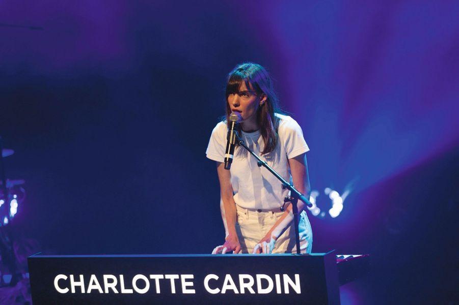 Coup de coeur : Charlotte CardinLa révélation québécoise Charlotte Cardin, 24 ans, a séduit le théâtre Verdière par sa puissance vocale (digne des nouvelles divas américaines) et son naturel. Aussi à l'aise dans la langue anglaise (« Passive Agressive ») que dans la langue française (« Faufile »), l'ancien mannequin – elle a défilé pour Jacquemus aux tout débuts du créateur – passé par « La Voix » (« The Voice » québécois) avait ouvert fin juin le Festival international de jazz de Montréal devant plus de 45 000 personnes. Précédé de deux EP, son premier album paraîtra dans quelques mois. G.M.