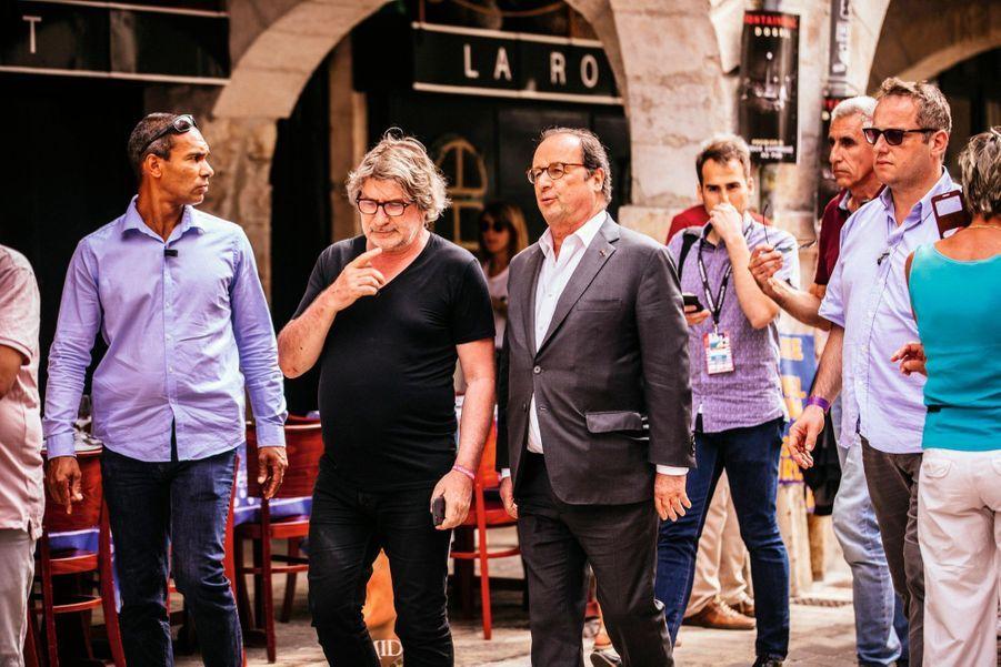 Gérard Pont, directeur des Francofolies, au côté de François Hollande, invité pour une conférence sur les chansons qui l'ont marqué.